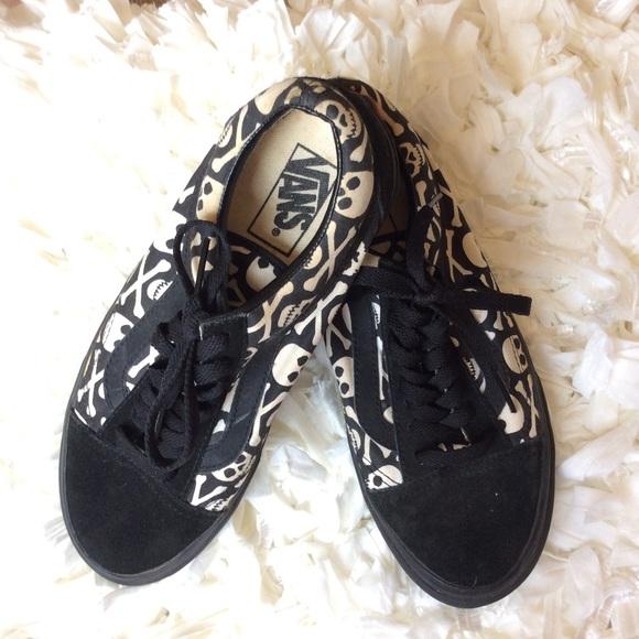 b82c71623444bb vans -old skool skull   crossbones sneakers   M 5b5d064ee944ba3479083a9b